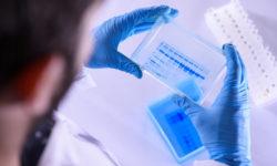 Какой стране первой достанется вакцина от COVID-19Сюжет